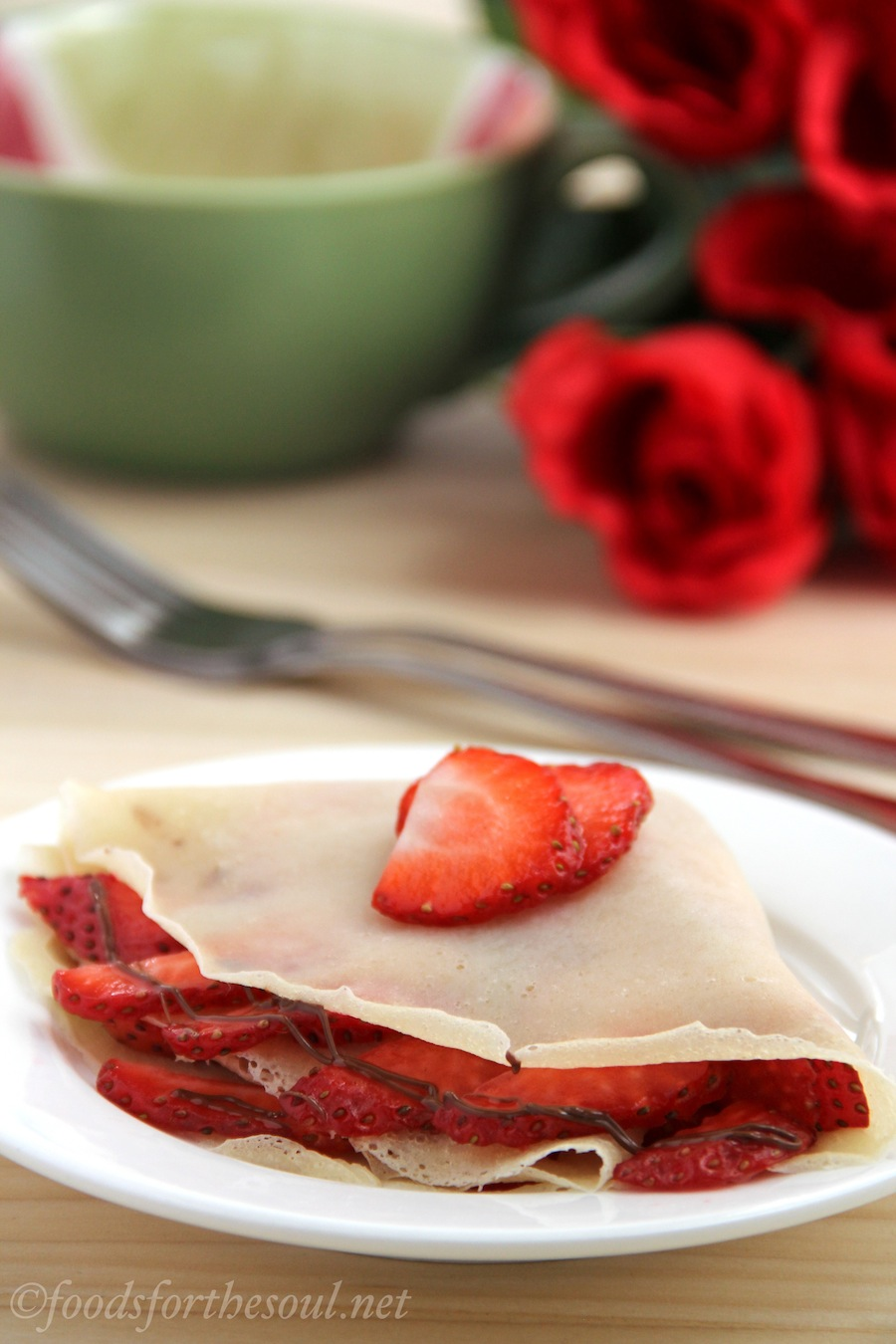 vegan crêpes with strawberries and nutella