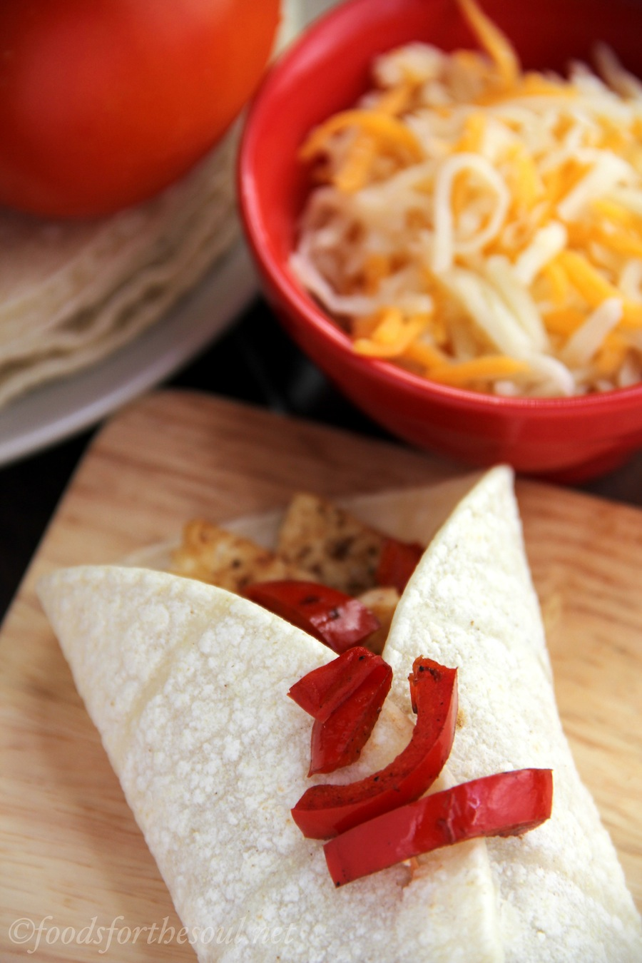 gluten free & vegan chili-spiced tofu tacos with red bell peppers