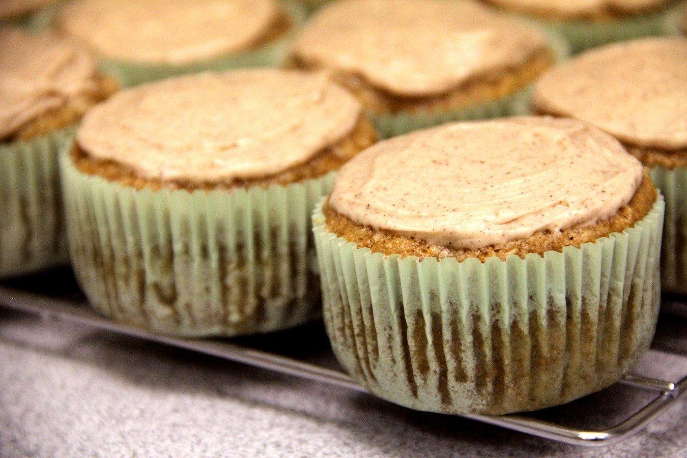 apple cupcakes with cinnamon frosting