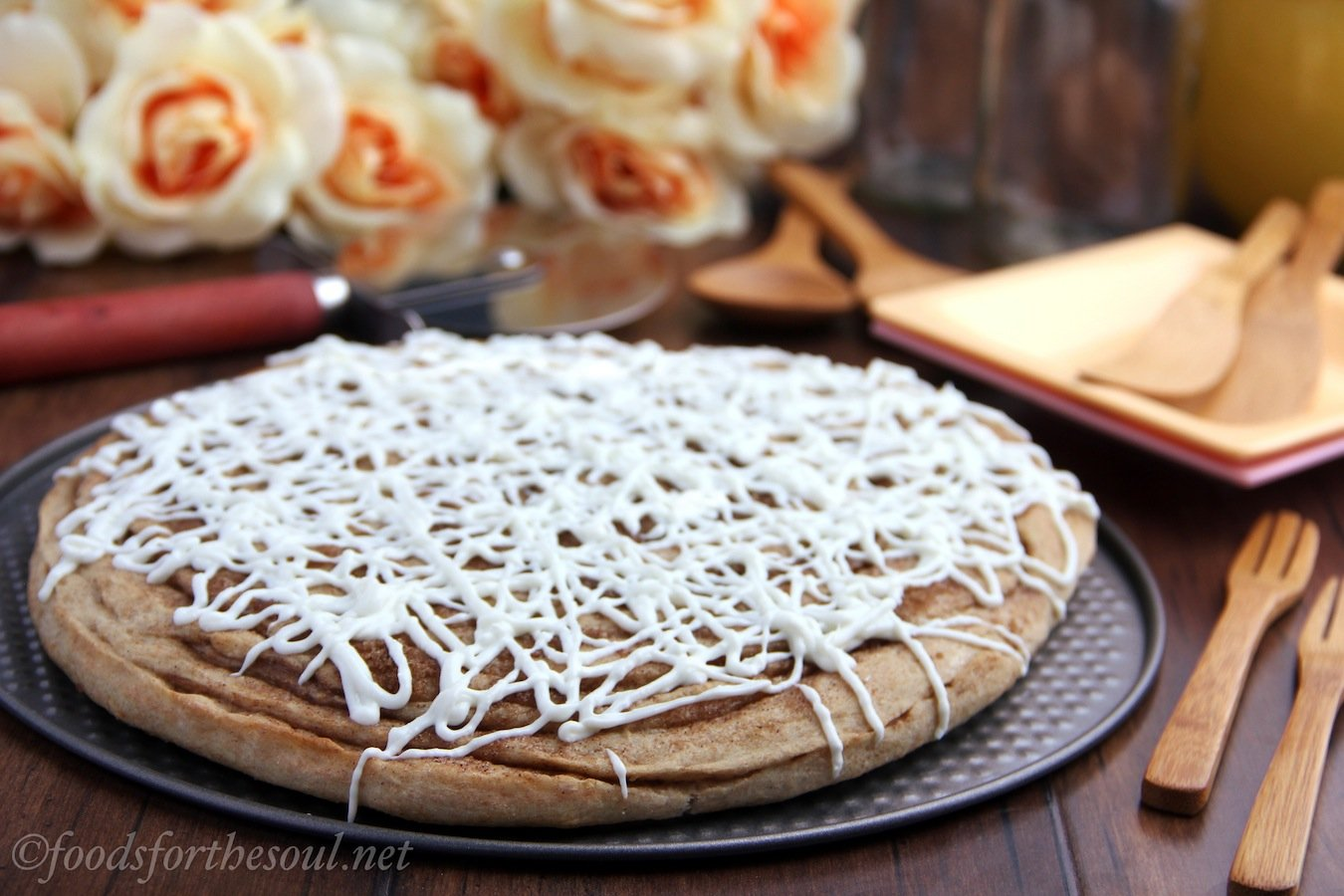 Recipe: Cinnamon roll pizza