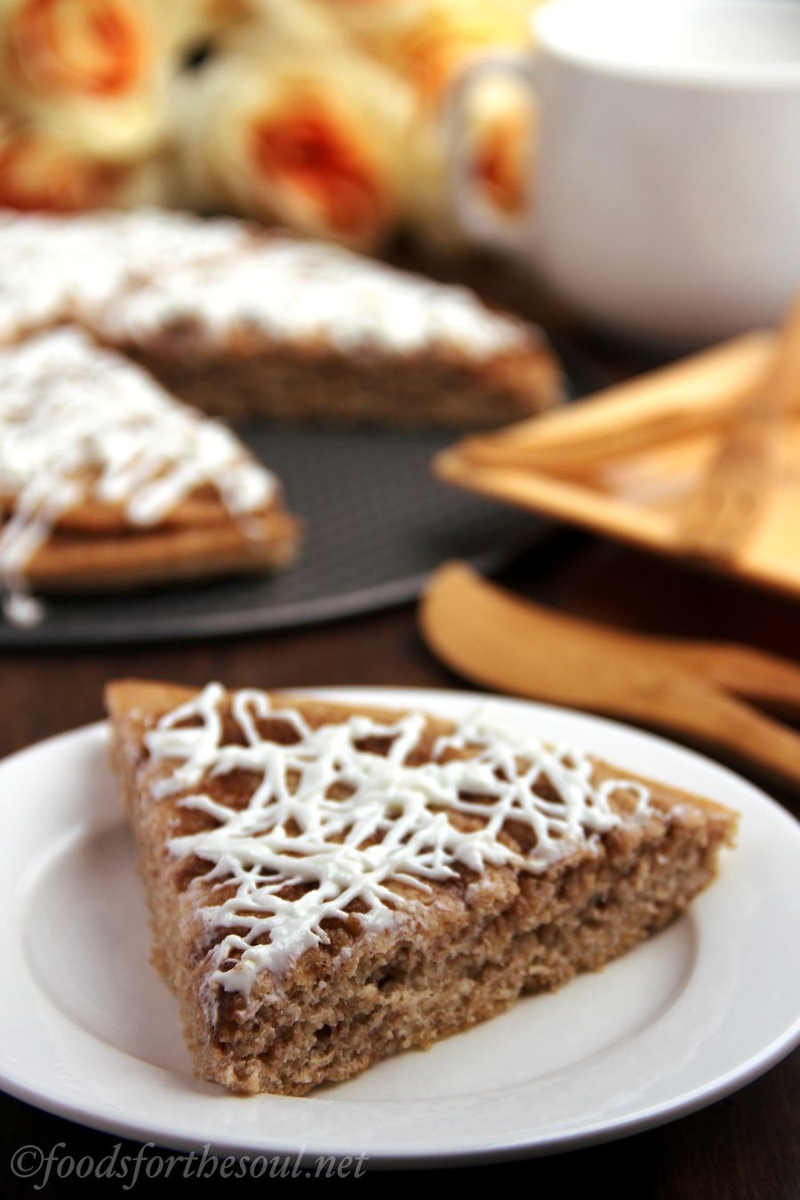 Cinnamon Roll Pizza -- a skinny version of the popular pizza restaurant dessert!