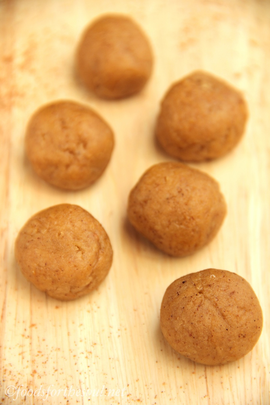 Pumpkin Cookie Dough Bites -- they taste like pumpkin pie and are meant to be eaten raw! | by Foods for the Soul {foodsforthesoul.net}