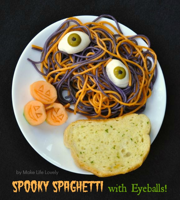 Spooky Spaghetti with Eyeballs -- cute Halloween dinner idea! {Sunday Funday #3 on foodsforthesoul.net}