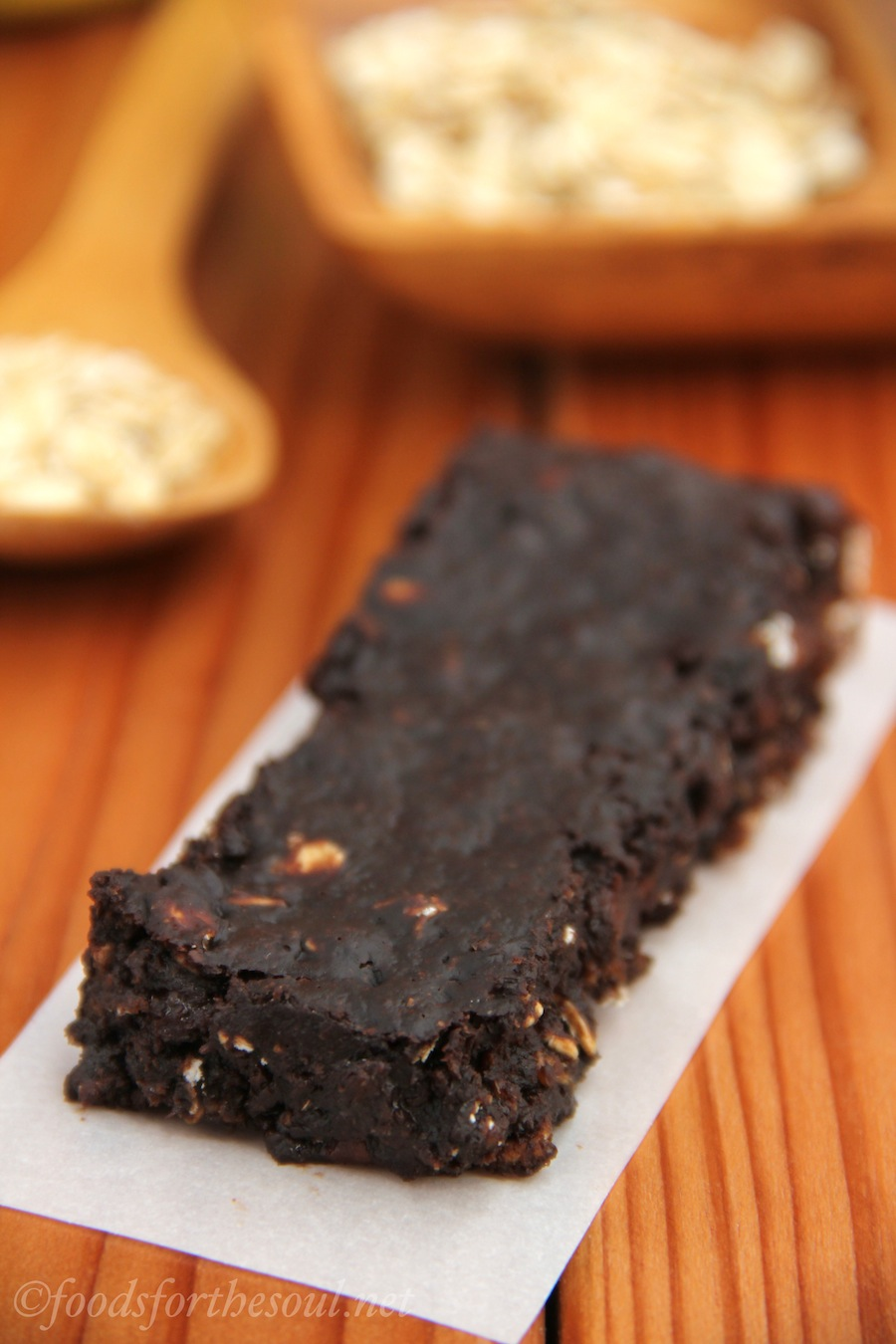 Chocolate Chip Brownie & Oar Bars -- a copycat of Trader Joe's that's fudgier and has more than twice the protein! {Recipe at foodsforthesoul.net}