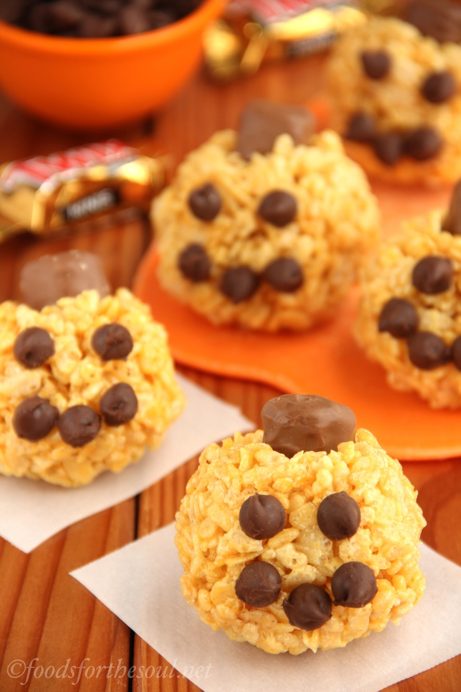Jack-O-Lantern Rice Krispie Treats -- made with chocolate chips and Twix! Sweet, simple, and perfect for Halloween. {Recipe at foodsforthesoul.net}