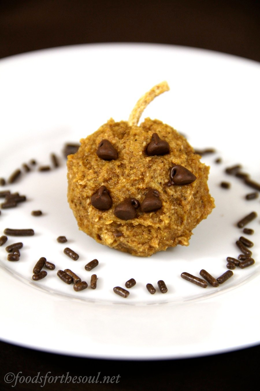 Jack-O-Lantern Pumpkin Cookies -- perfect for Halloween! {Recipe at foodsforthesoul.net}
