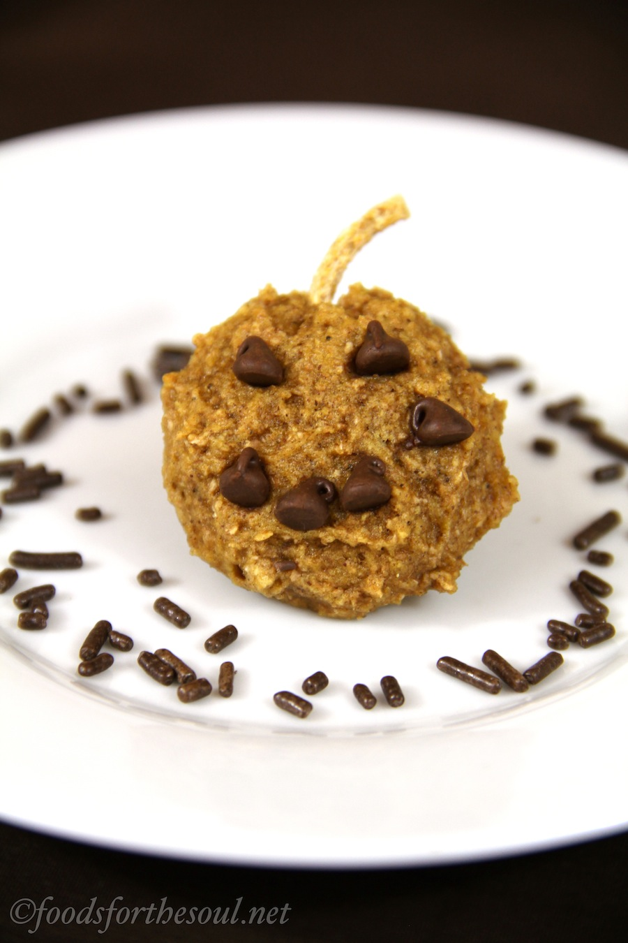 Pumpkin Jack-O-Lantern Cookies -- a sweet & healthy Halloween treat!