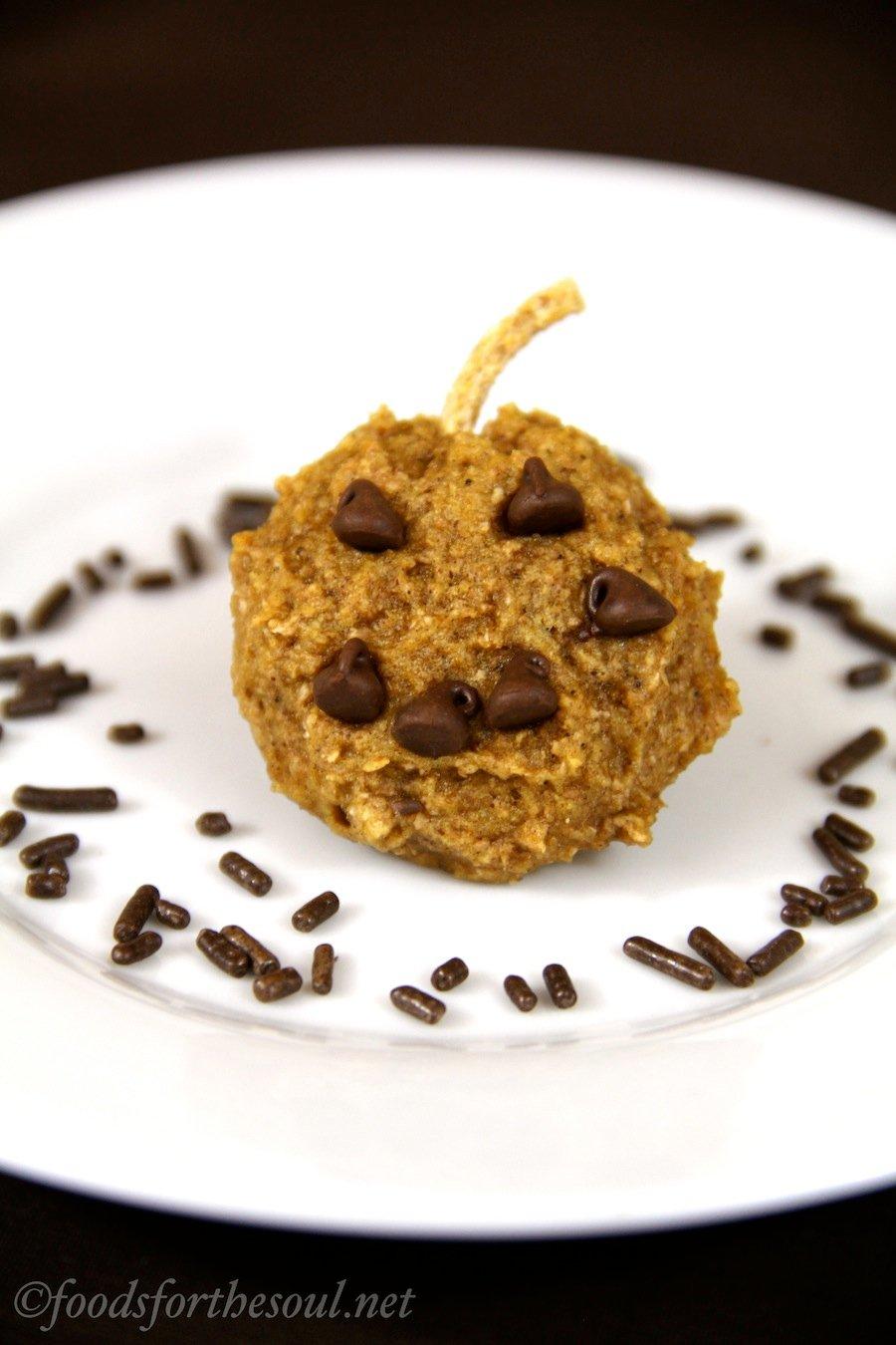 Pumpkin Jack-O-Lantern Cookies -- a sweet & healthy Halloween treat!