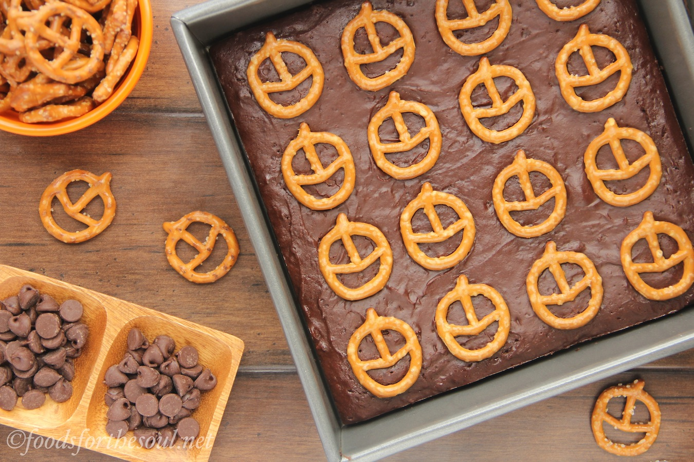 Pumpkin Pretzel Halloween Brownies -- extra fudgy (but still healthy!) rich chocolate brownies. A cute & easy Halloween treat!