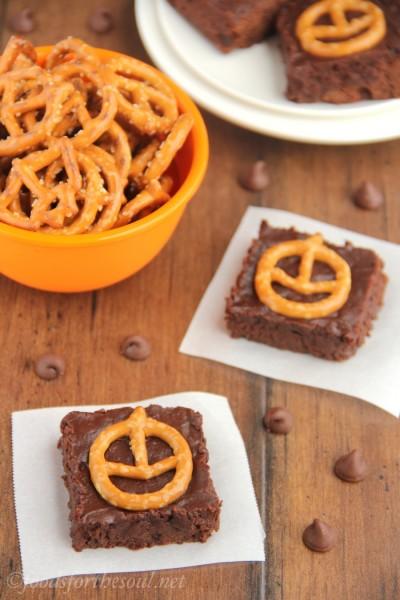 Pumpkin Pretzel Halloween Brownies