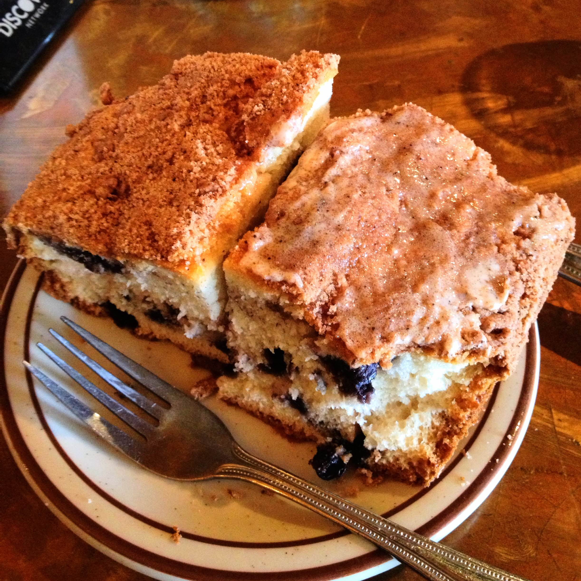 Hobee's Blueberry Coffee Cake -- the BEST you'll ever have! {Sunday Funday #5 on foodsforthesoul.net}