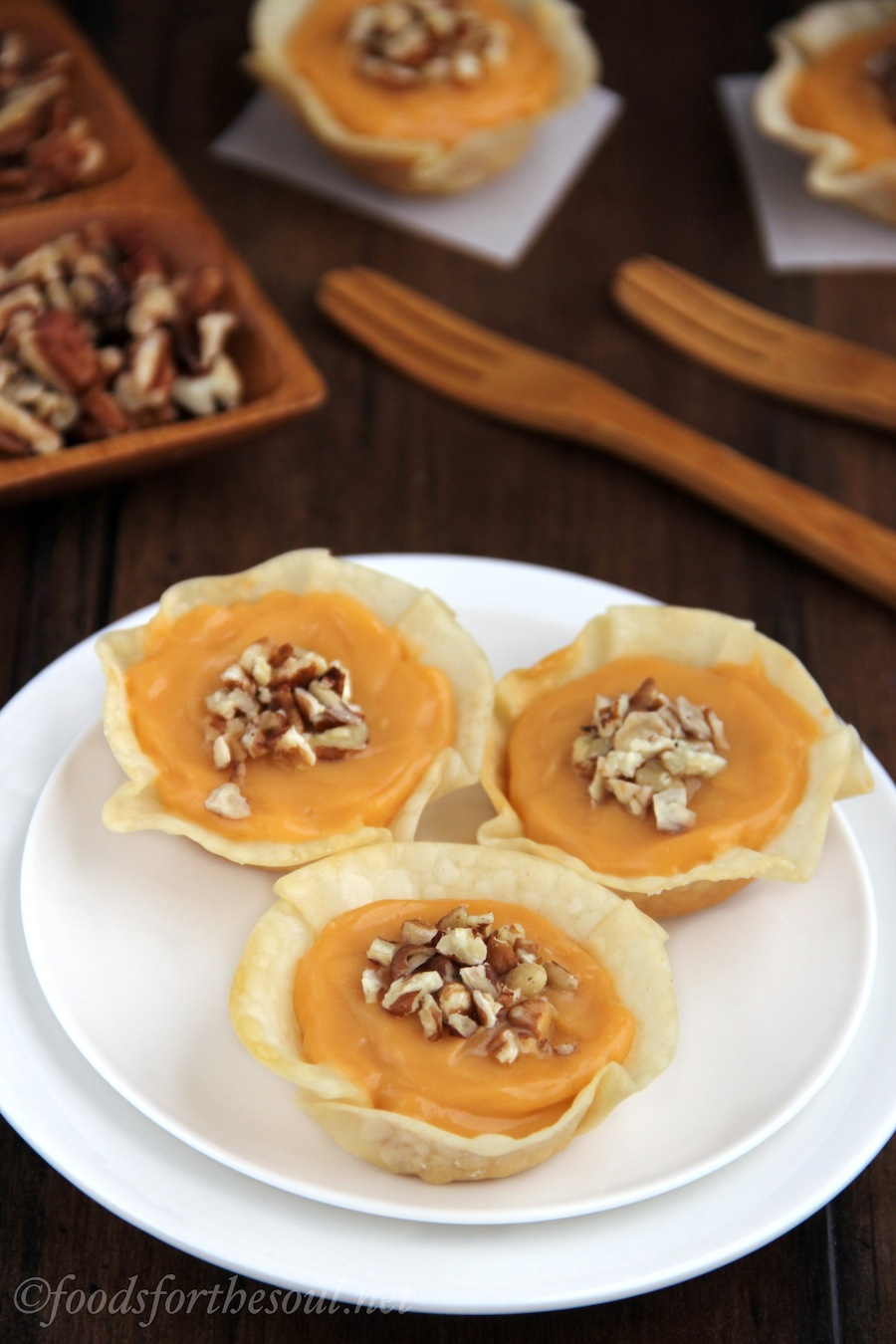 Butterscotch Pecan Tartlets -- only 5 ingredients + low calorie. So perfect for Thanksgiving!
