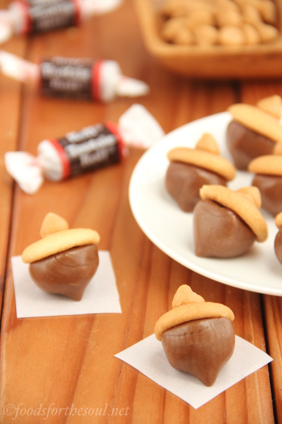 Tootsie Roll Acorns -- an easy no-bake recipe with only 4 ingredients. Really cute treats for fall!