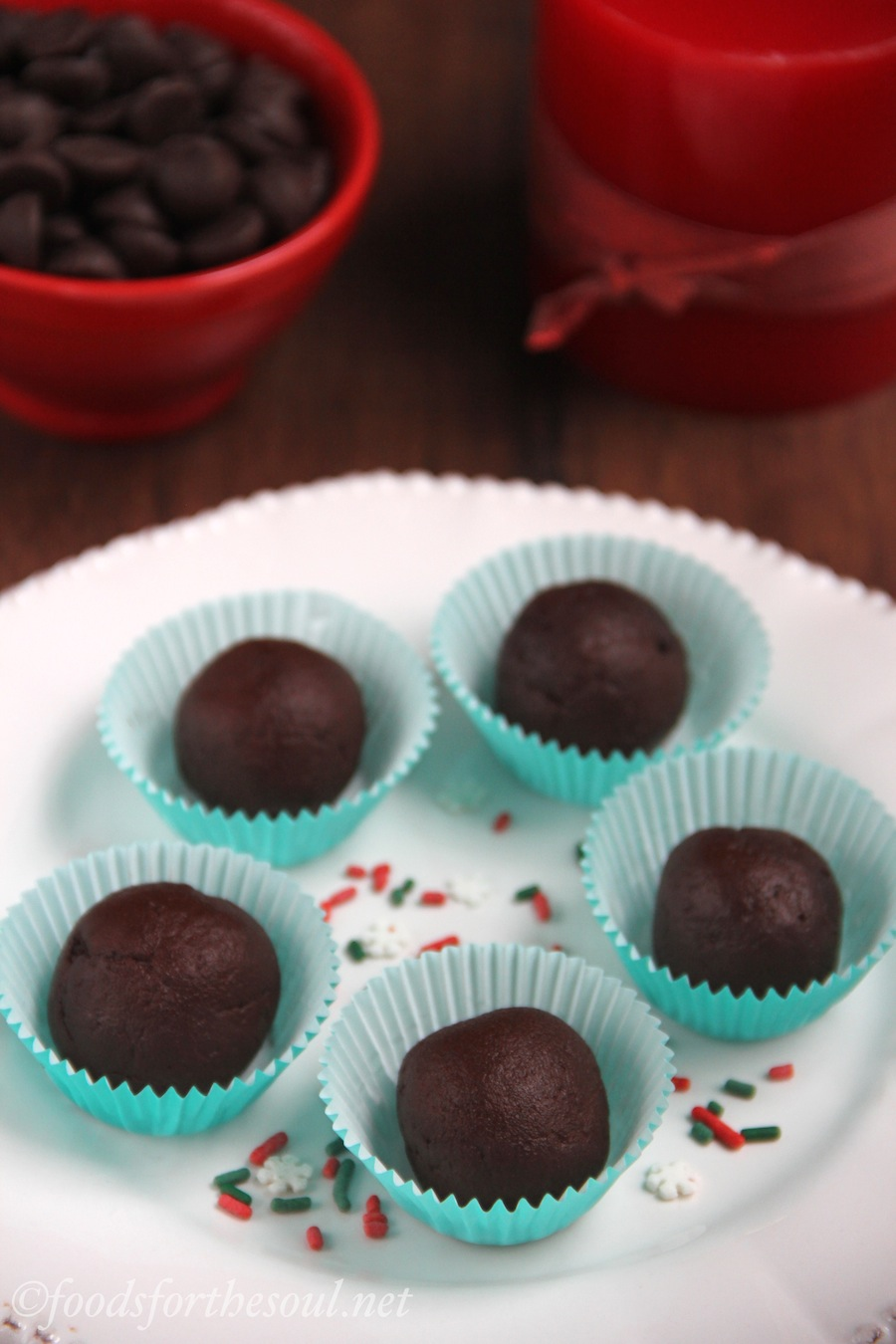 Dark Chocolate Peppermint Truffles -- only 27 calories each! {vegan & clean-eating}