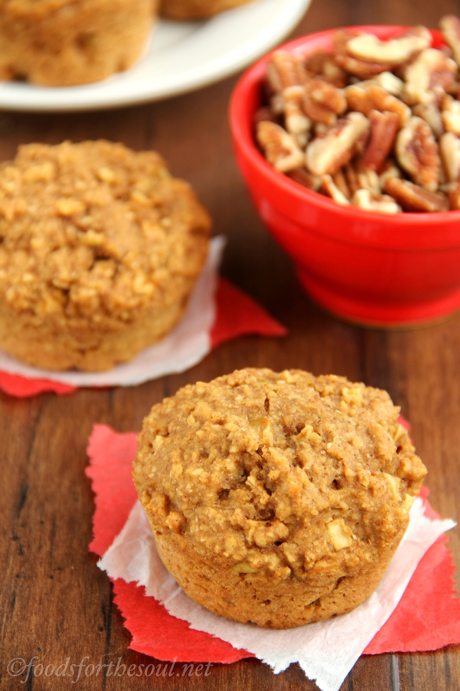 Apple Bran Muffins -- an easy recipe for a skinny, clean-eating breakfast!
