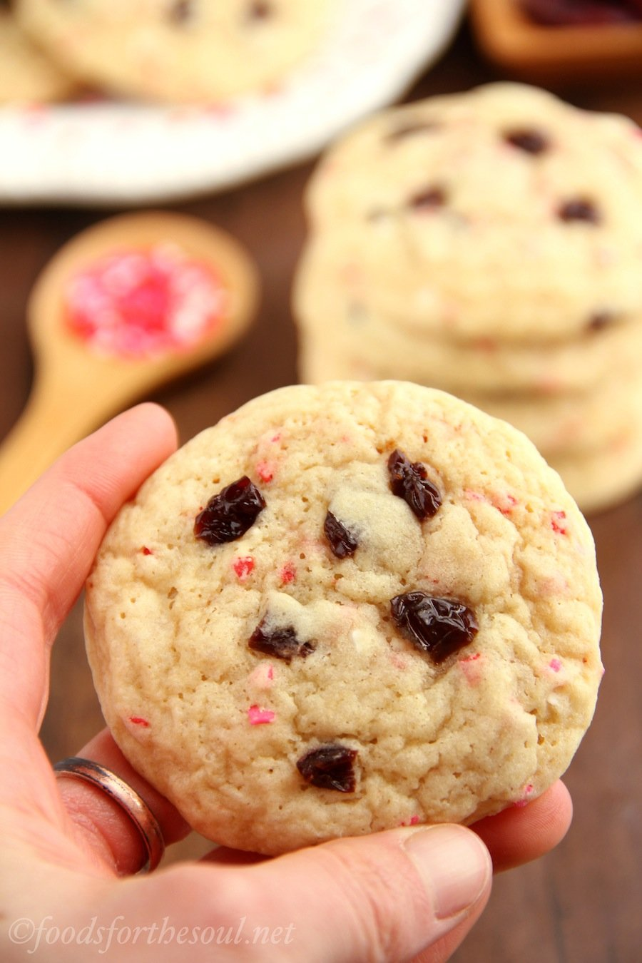 These Valentine's Day funfetti cookies are unbelievably soft! They taste really buttery too -- you can't even tell they're skinny!