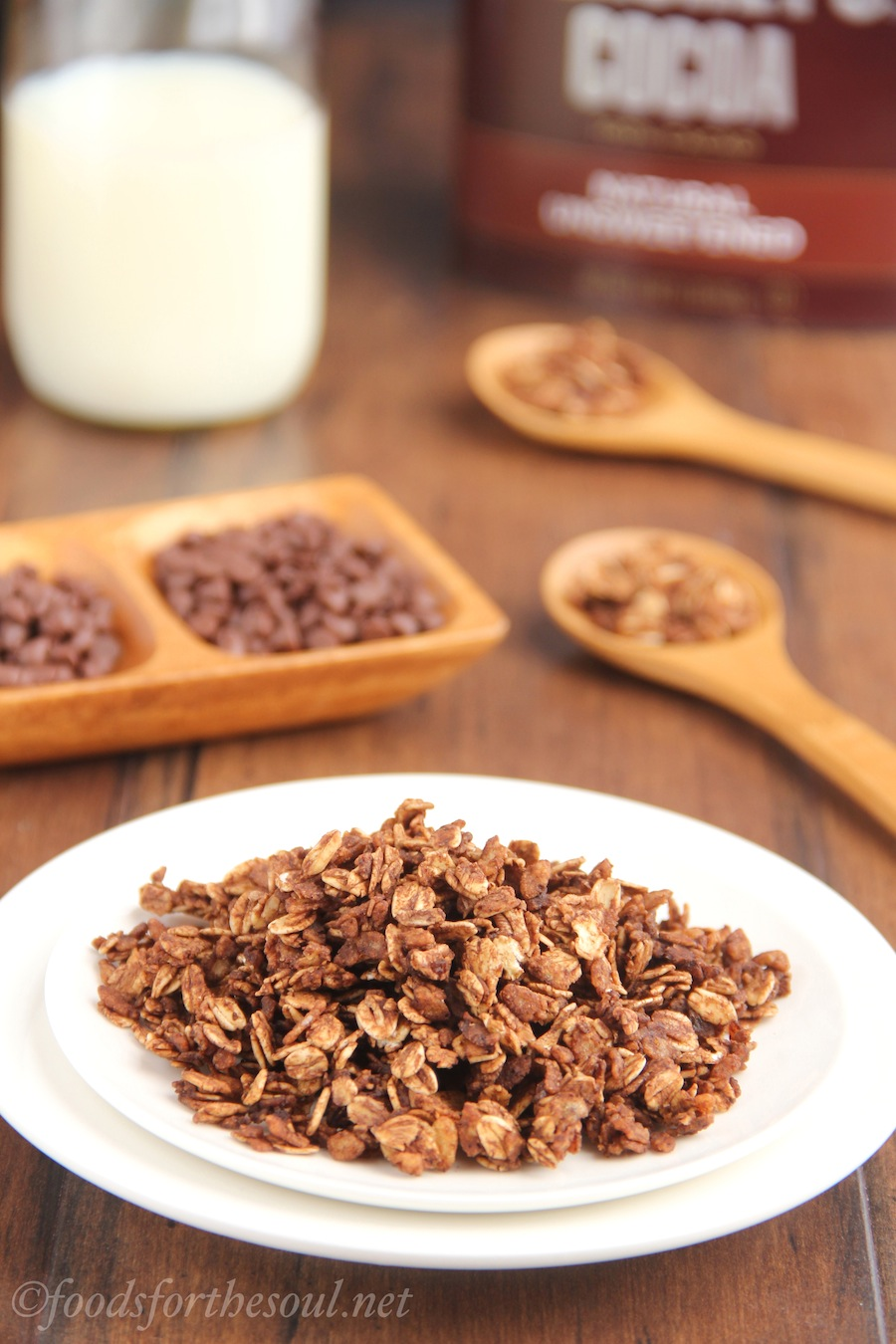Mocha Granola -- an easy recipe for a skinny, clean-eating breakfast!
