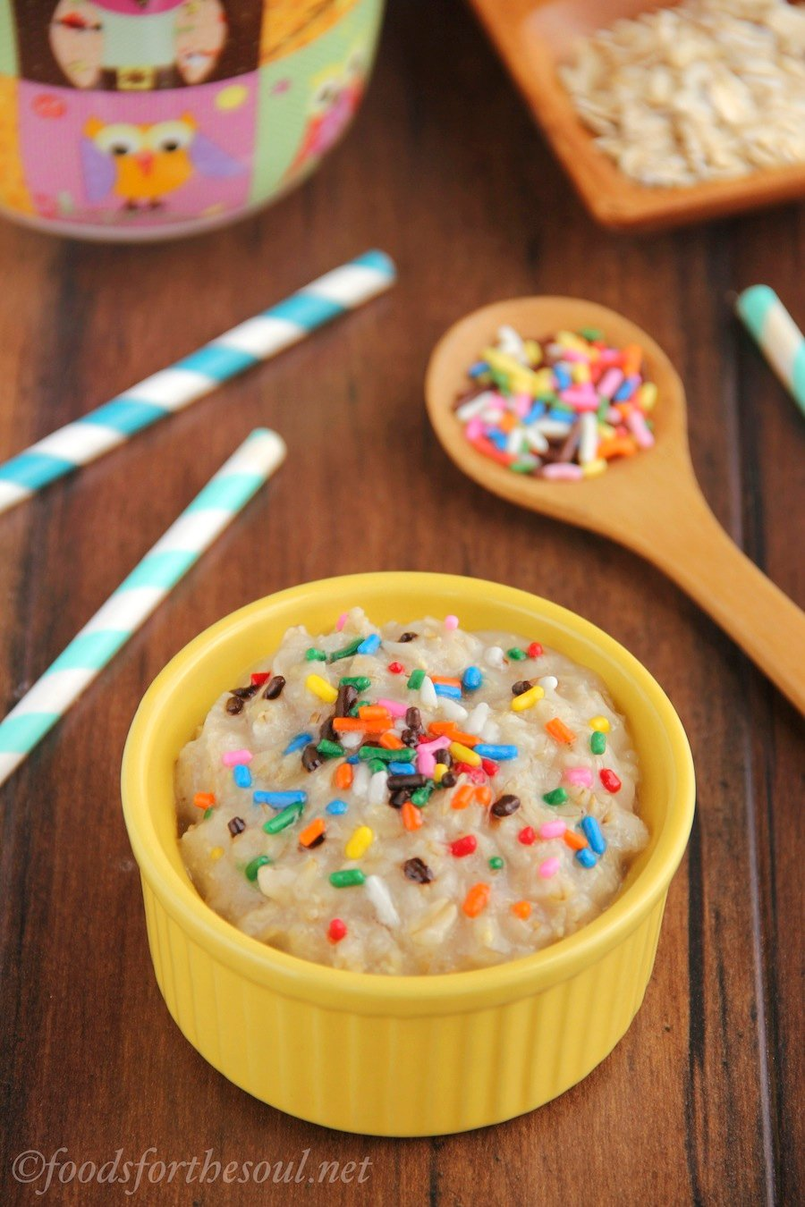 This healthy oatmeal tastes exactly like funfetti cake batter but has 9 grams of protein & under 175 calories!