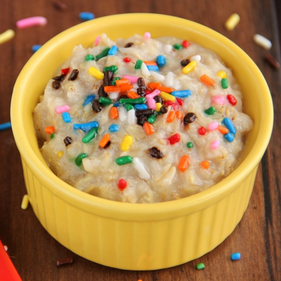 Skinny Funfetti Cake Batter Oatmeal