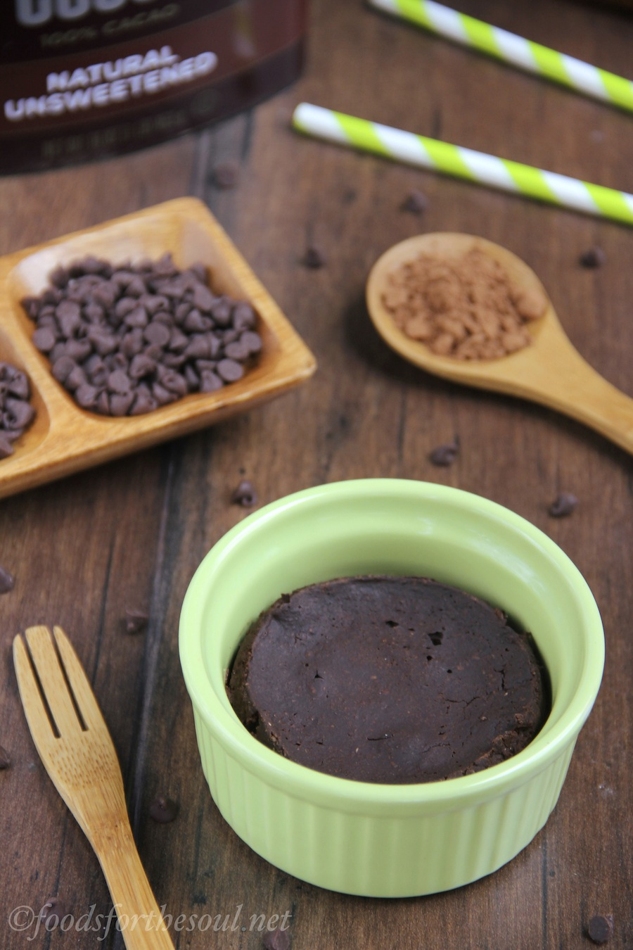 A rich, fudgy brownie you can make in under 10 minutes! It's the perfect skinny & clean-eating treat!