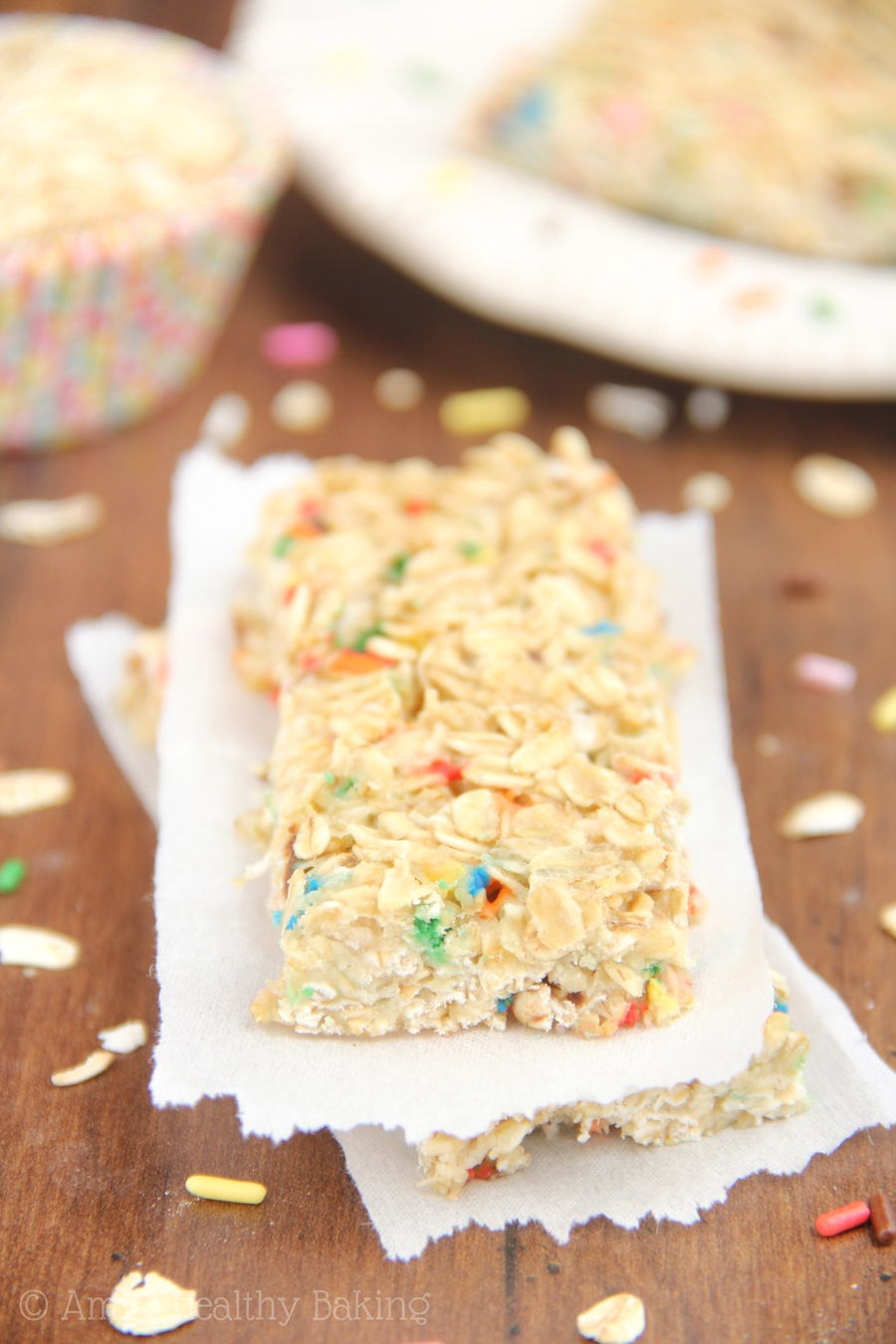 Skinny Funfetti Cake Batter Granola Bars -- super cute & low-calorie too!