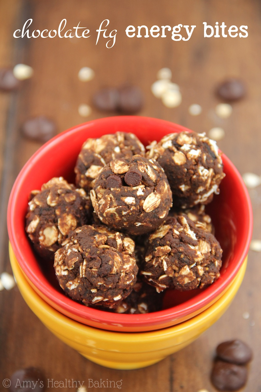 Healthy Chocolate Fig Energy Bites -- an easy no-bake recipe that's clean-eating and tastes like brownies!