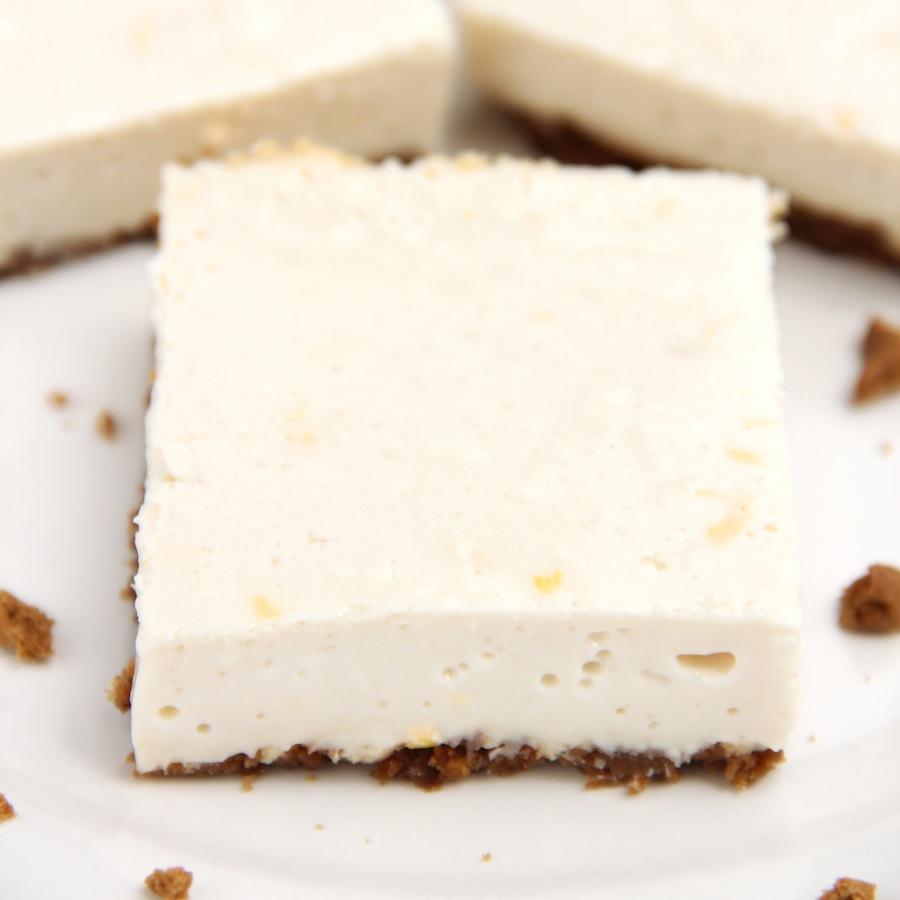 Skinny Lemon Gingersnap Cheesecake Bars