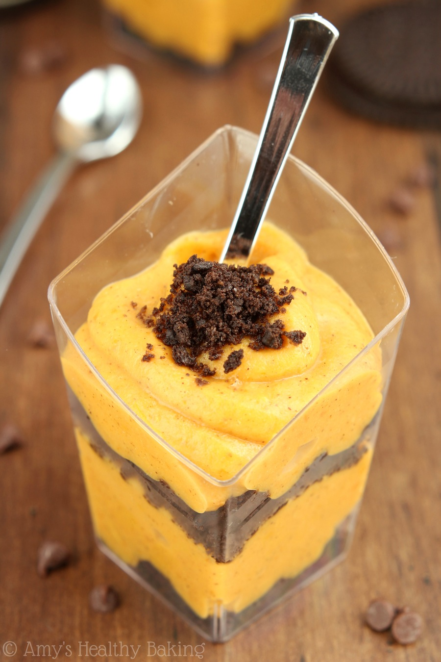 Oreo & Pumpkin Pudding Parfaits -- SO good! Like pumpkin pie in a glass. Super easy & only 45 calories!
