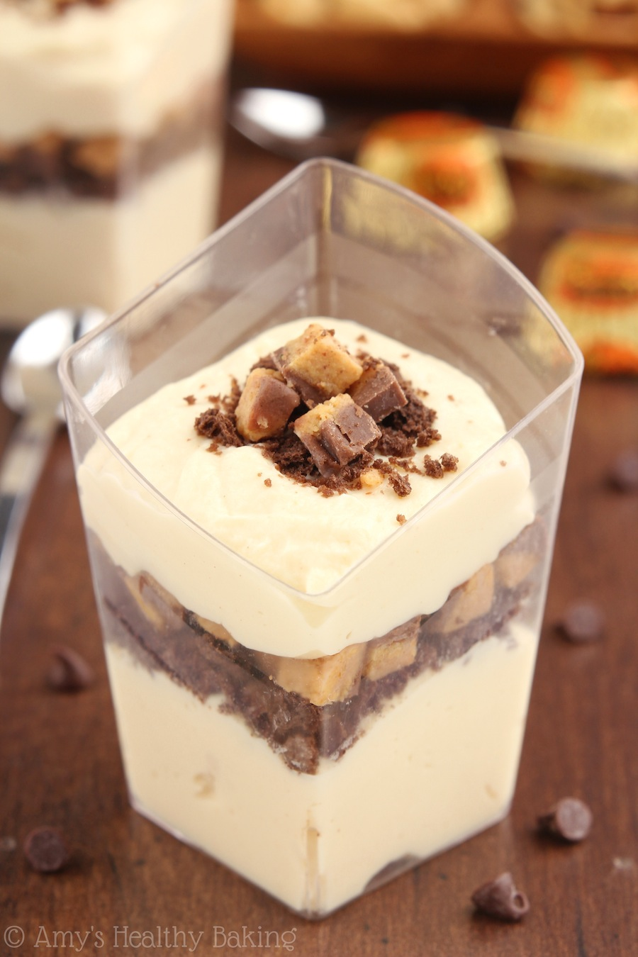 Skinny Peanut Butter Cup Parfaits -- SO good!! Like eating a sweet PB cloud... With chocolate!