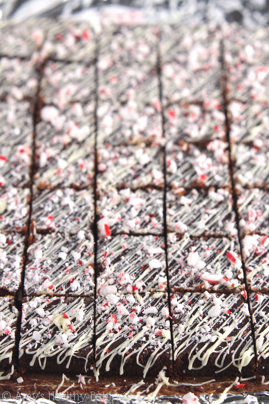 Skinny Peppermint Bark Fudge -- only 6 ingredients in this decadent treat! And it's practically guilt-free!