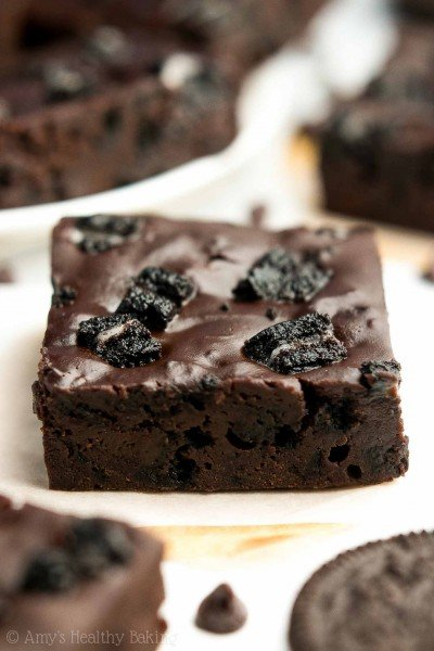 VIDEO: Healthier Cookies 'n Cream Brownies