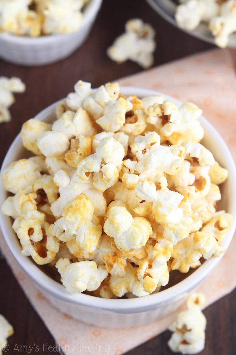 Skinny Kettle Corn -- you only need 4 ingredients & a pot to make this easy treat at home! Barely 100 calories in each big serving!