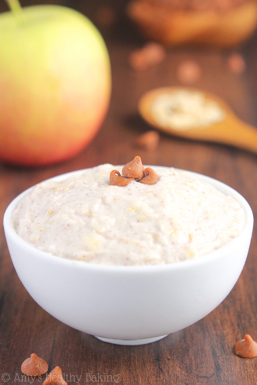 Apple Pie Protein Overnight Oats -- just 5 healthy ingredients & 14g+ of protein! Eat dessert for breakfast without any guilt!