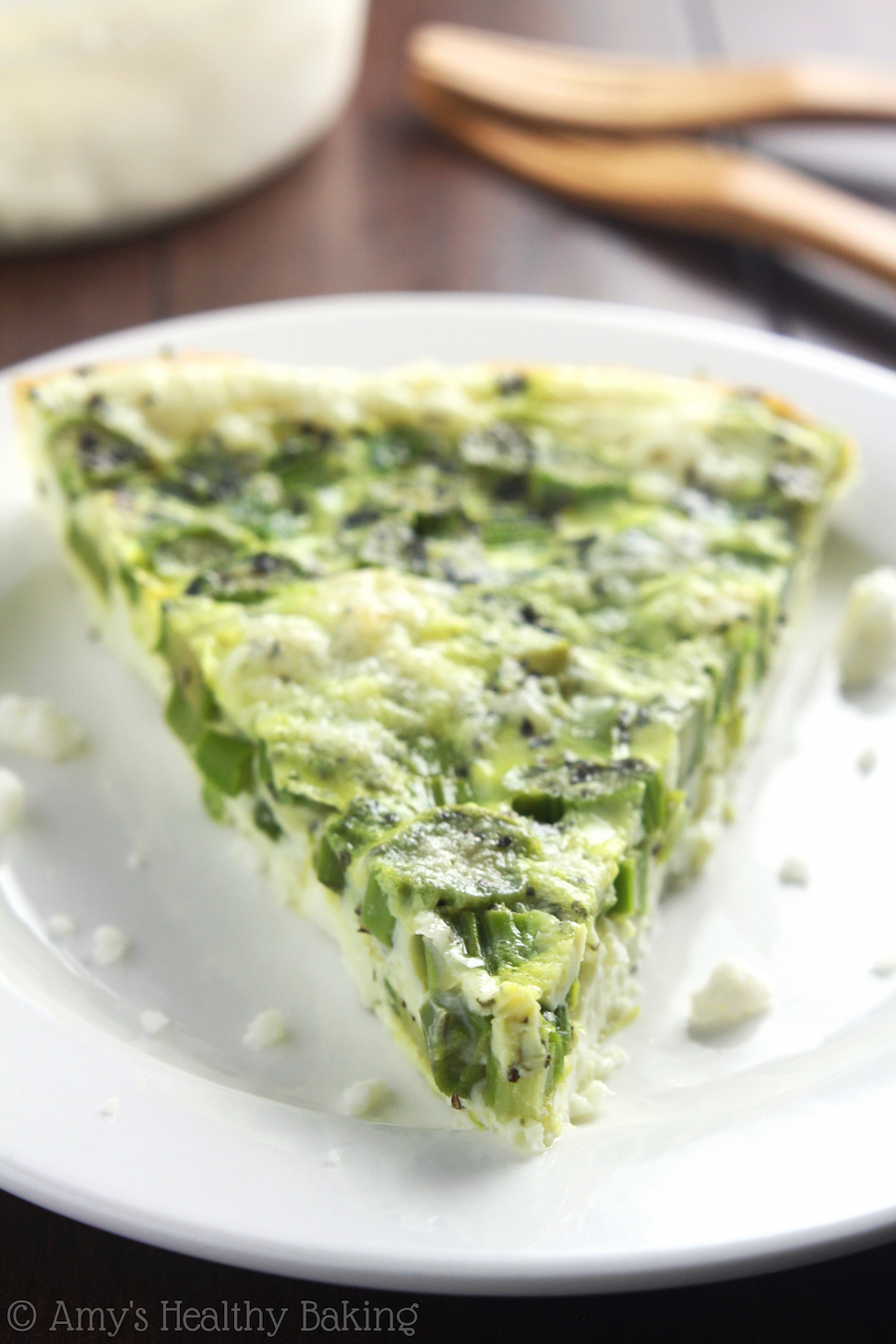 Skinny Asparagus & Feta Quiche -- just 4 ingredients & packed with 13g of protein! Make it over the weekend & reheat for easy breakfasts during the week!