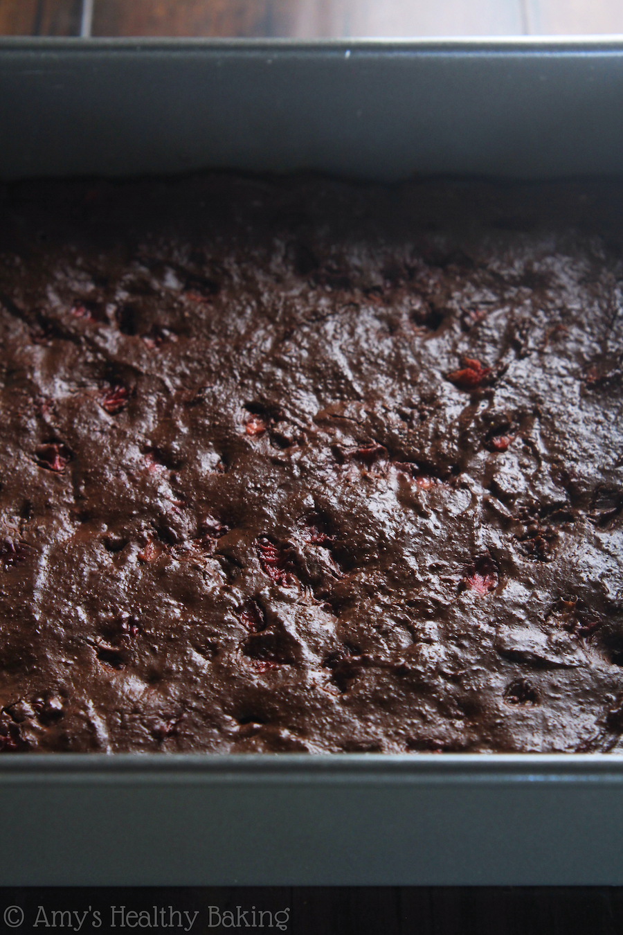 Fudgy Dark Chocolate Strawberry Brownies -- these skinny brownies ...