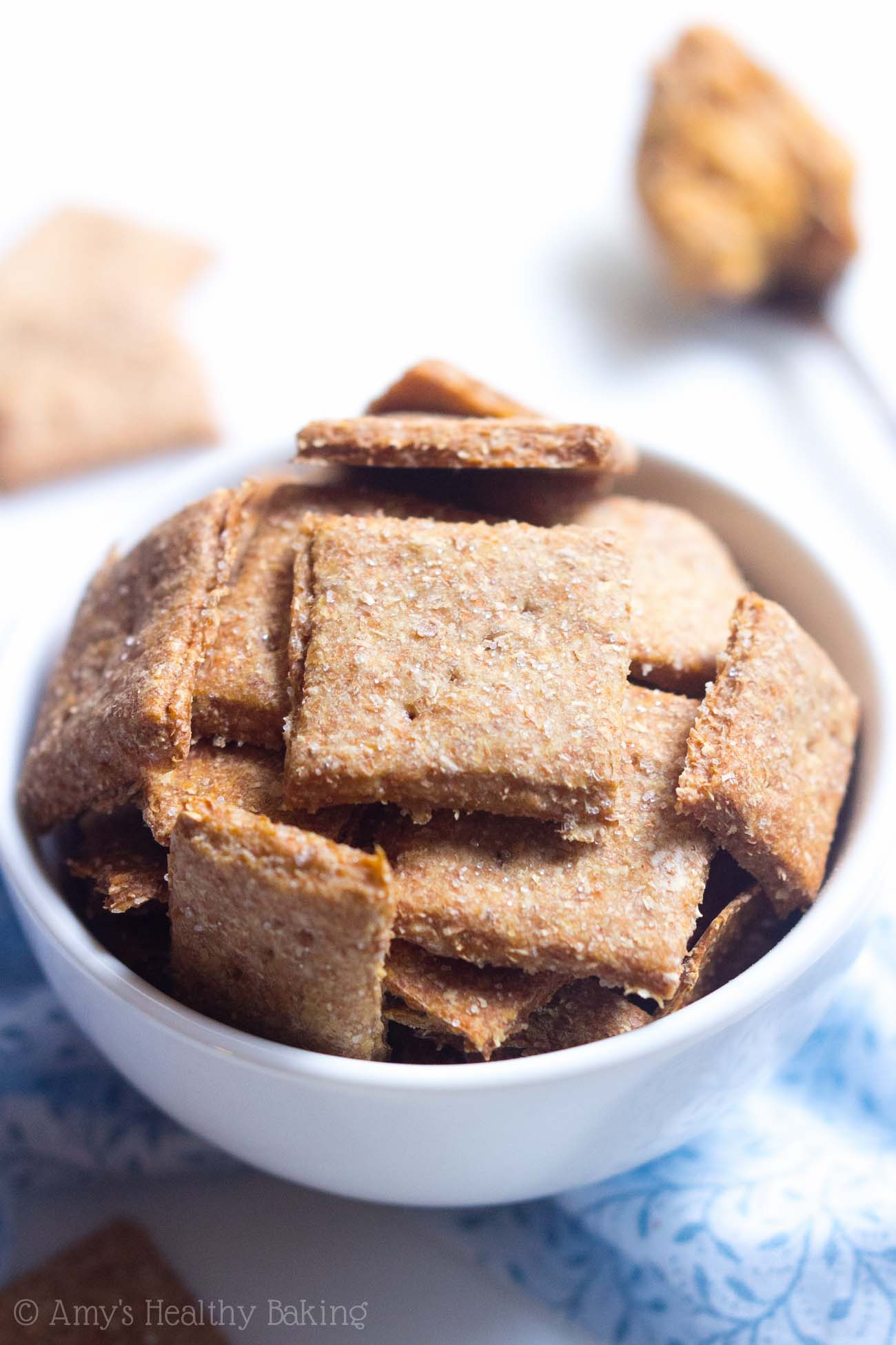 Clean-Eating Homemade Wheat Thins -- just 5 ingredients to make these crunchy crackers! SO much better, healthier & cheaper than store-bought!