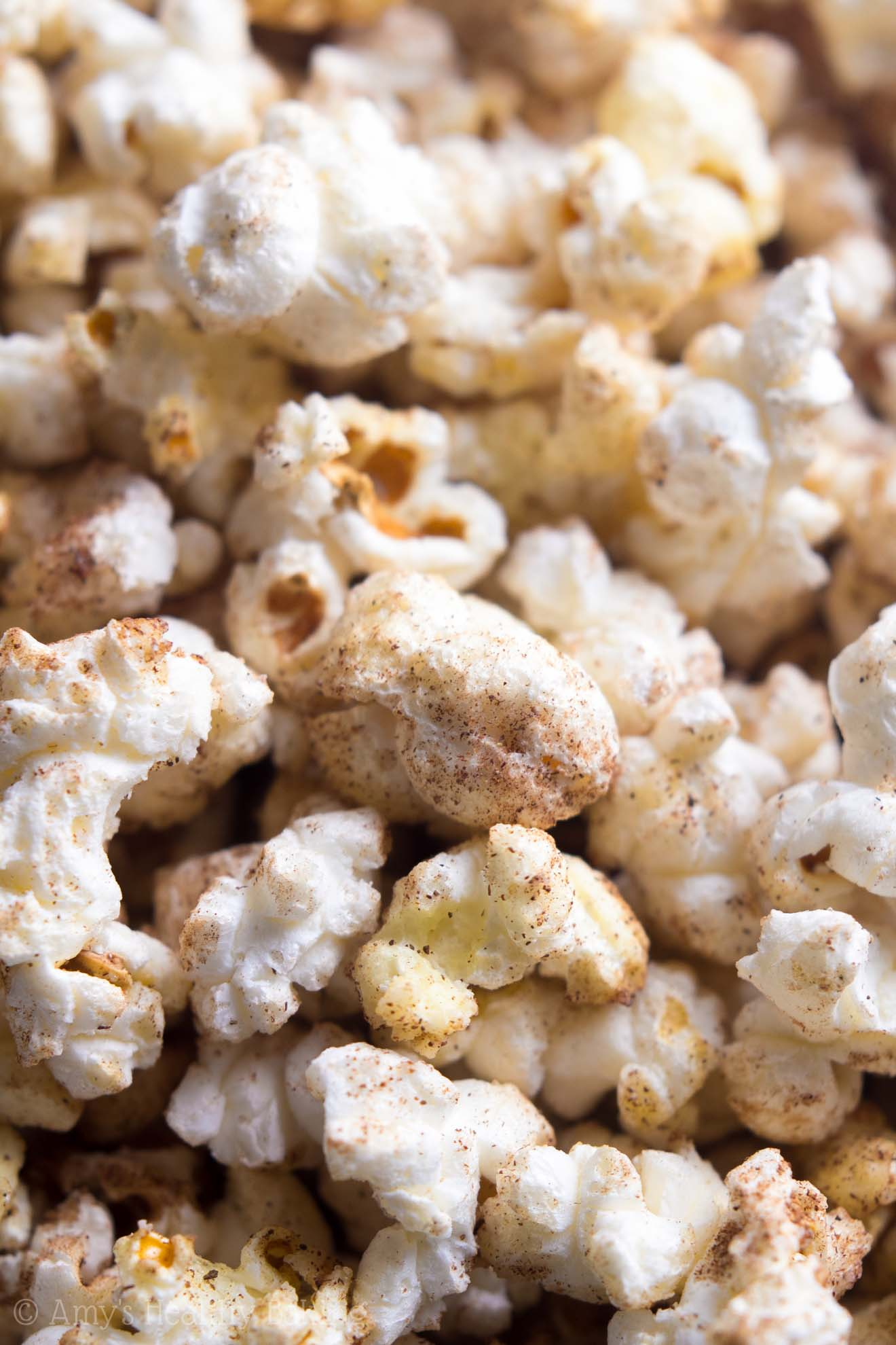 Skinny Pumpkin Spice Kettle Corn -- you just need 4 ingredients & 15 minutes to make this easy recipe! It's SO addictive... We never have leftovers!