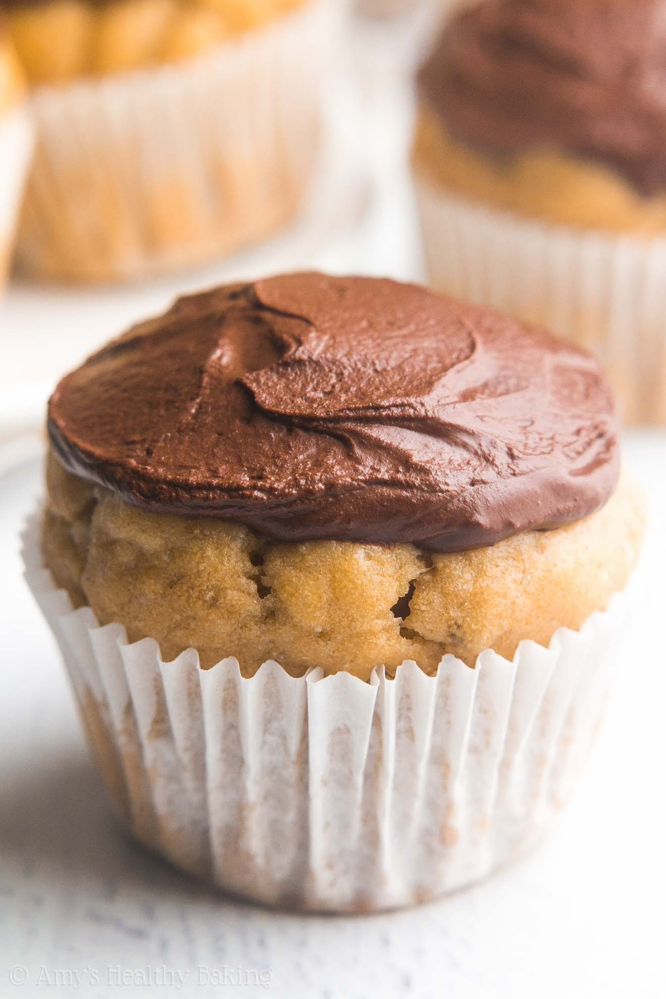 Mini Dark Chocolate Banana Cupcakes -- so easy, so tender, so good! Even better, they're 100% healthy & just 43 calories!