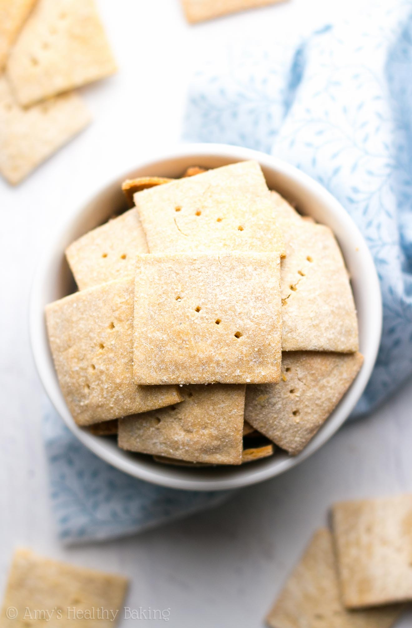 Easy Salt & Pepper Quinoa Crackers -- just 5 healthy ingredients to make these crunchy crackers! SO good... My family is obsessed with this recipe!