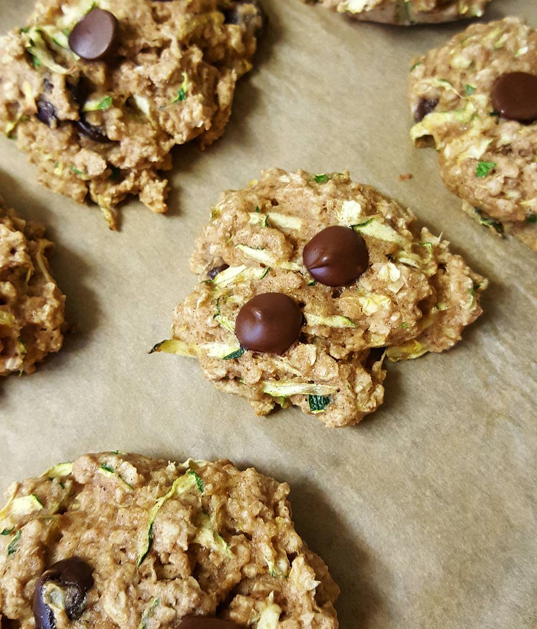 Chocolate Chip Zucchini Bread Oatmeal Cookies | @maryquitecontrarie