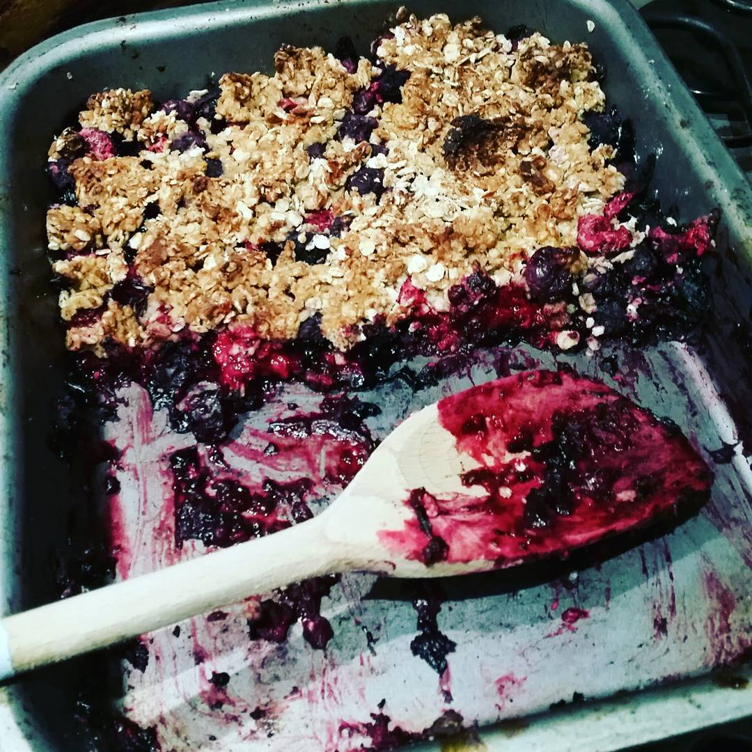 Clean Almond Berry Crumble | @foodonmyplate