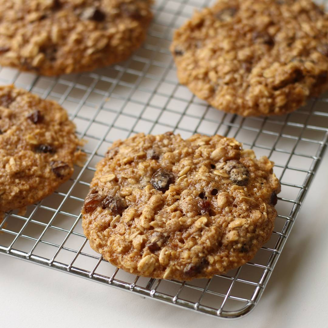 The Ultimate Healthy Soft & Chewy Oatmeal Raisin Cookies | @foodparsed
