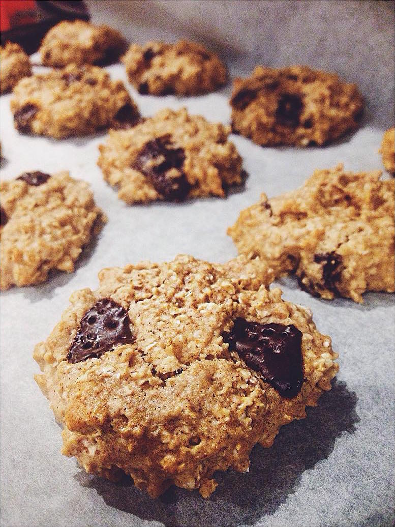 Chocolate Chip Almond Butter Oatmeal Cookies | @ellahurley