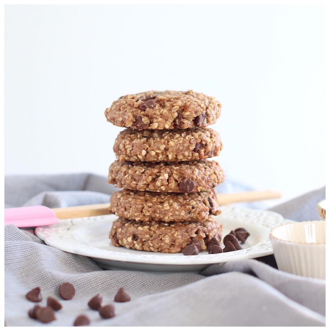 Chocolate Chip Banana Bread Oatmeal Cookies | @charlesandbella