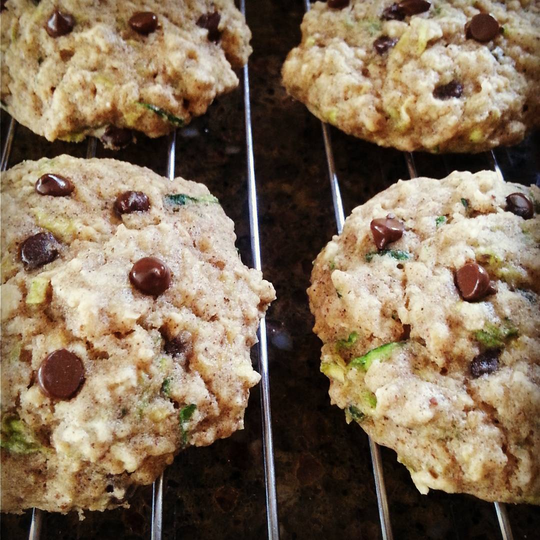 Chocolate Chip Zucchini Bread Oatmeal Cookies | @lunchwithlaura