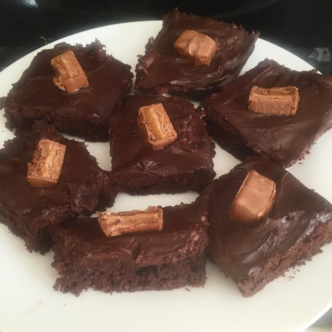 Clean & Fudgy Dark Chocolate Frosted Brownies | @inspiredforhealthuk