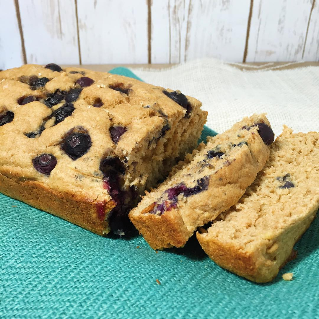 Whole Wheat Blueberry Banana Bread | @eatliftplayrepeat
