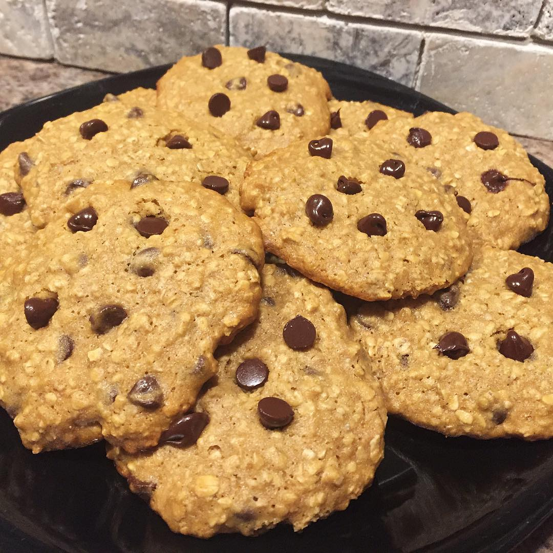 Chocolate Chip Peanut Butter Oatmeal Cookies | @iloveflorida21_gettingfit