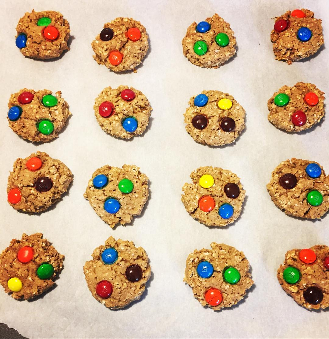 Healthier Classic Monster Cookies | @steph.kathryn
