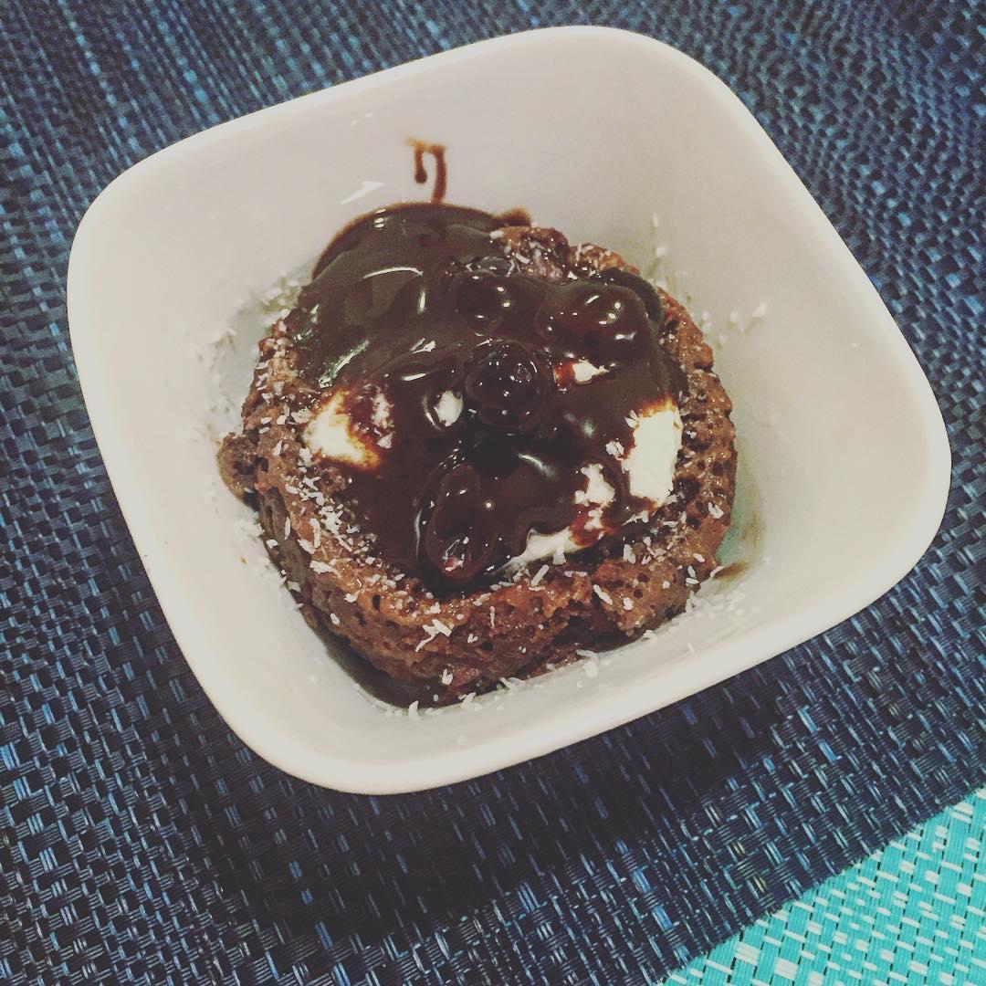 Skinny Single-Serving Chocolate Mug Cake | @mindbodyfoodbliss